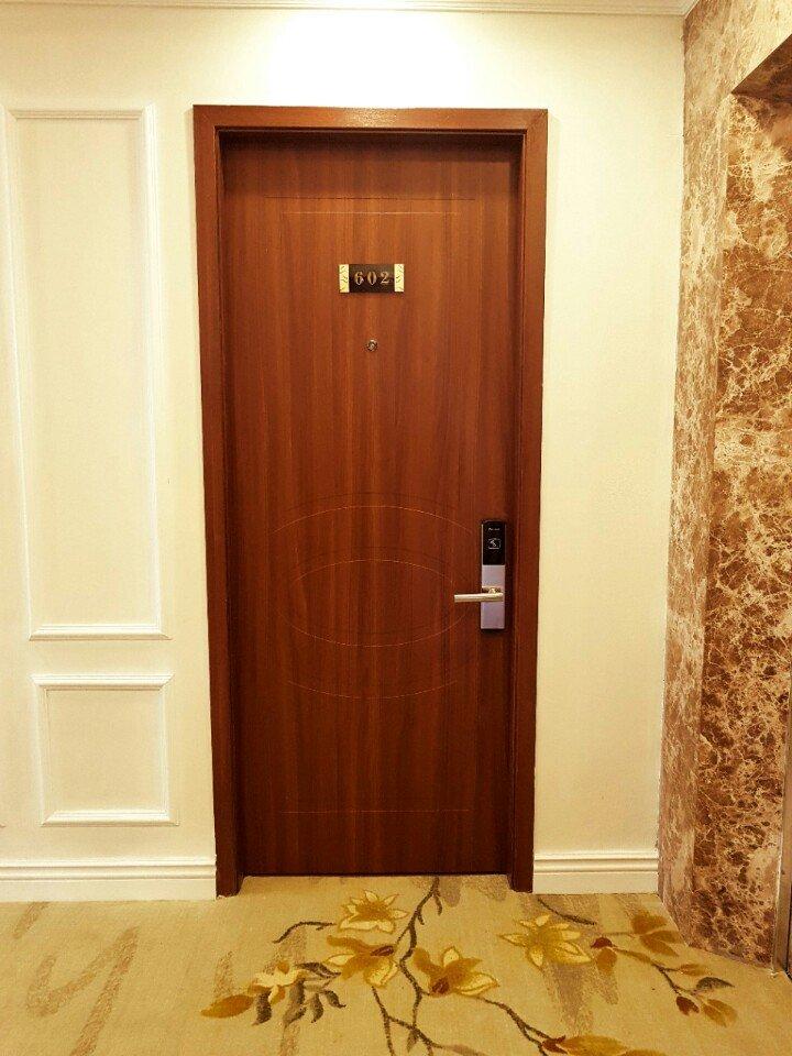 hai phong - Lắp đặt cửa gỗ Huge tại Hải Phòng